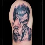 masker yin yang lacht en huilt negatief positief masker portret bovenarm.png