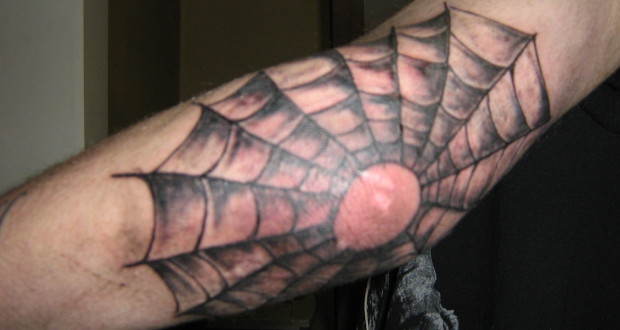 Spinnenweb tattoo