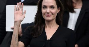 Angelina Jolie wil tattoos laten verwijderentattoo